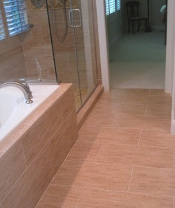 bamboo beige floor and tub