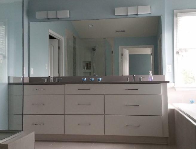 vanity/tub